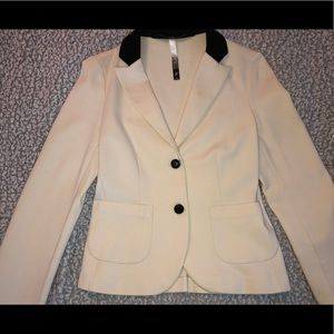 Super comfy and cute blazer-type jacket